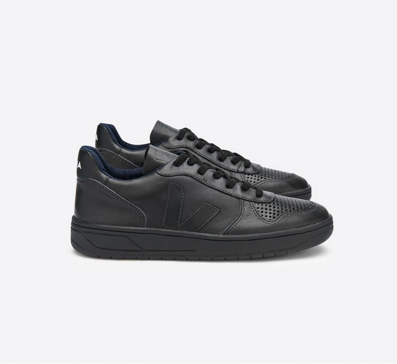 V10 COURO BLACK BLACK SOLE